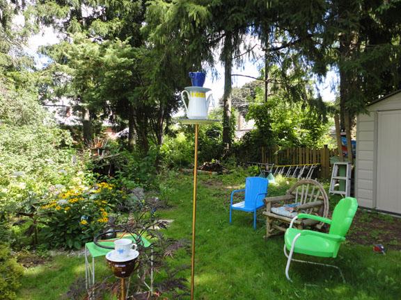 super-deluxe tea-set bird feeder
